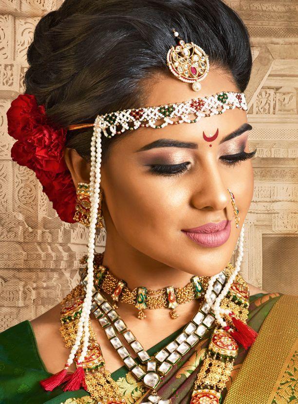 maharashtrian bride in a maang tikka and a Mundavalya