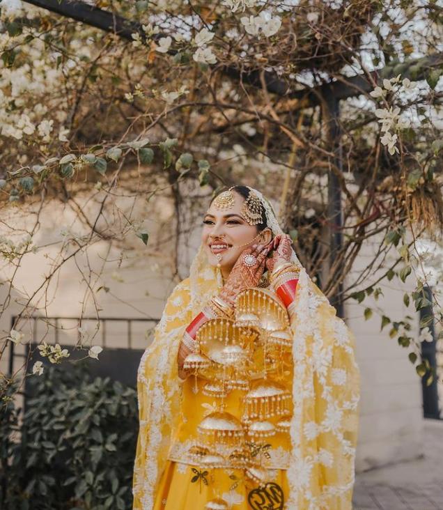 punjabi bride in a traditional hairstyle with maang tikka and paasa