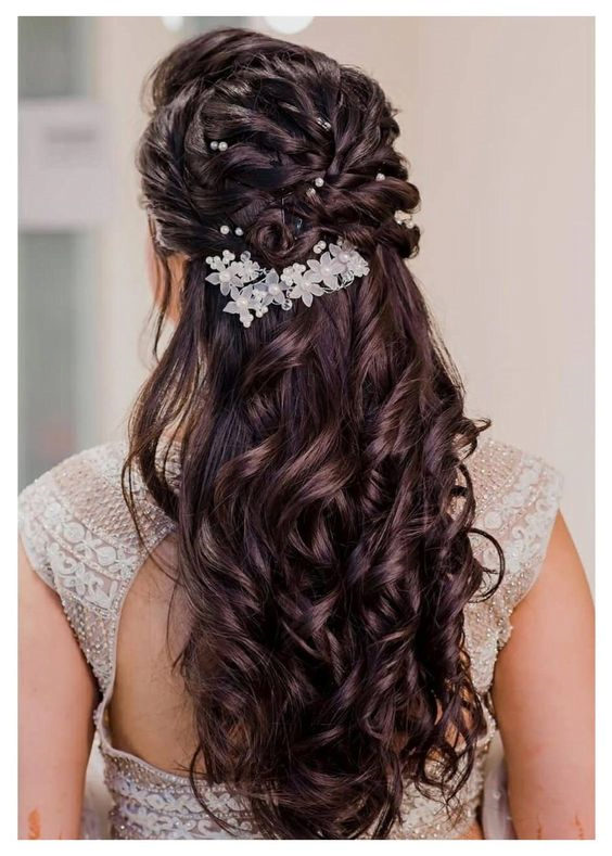 wavy bridal hairstyle for round face