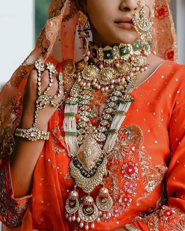 Heavy indian bridal jewelry set with raani haar