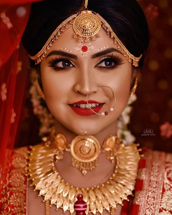Modern gold indian bridal jewelry for Bengali brides
