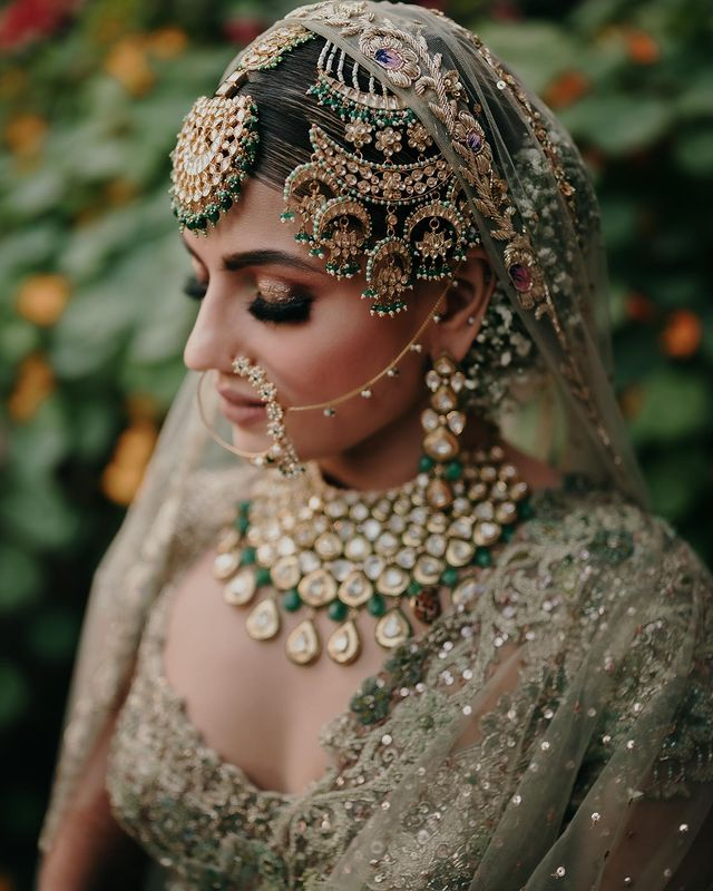 Heavy and intricate passa to accessorize your indian bridal jewelry
